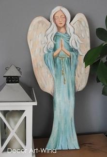 malowany anioł na desce