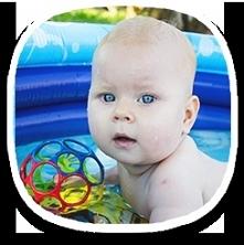 Dzieci dobrze radzą sobie w wodzie. Nauka pływania dla niemowląt w naszej szk...