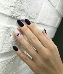 Lubię czarne paznokcie