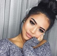 Jak wyglądać na starszą przy pomocy makijażu?