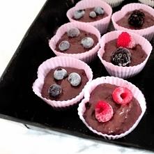 Muffinki z czekoladą z czer...