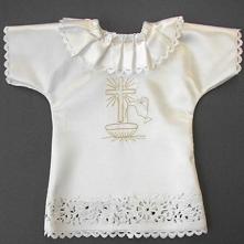 Szatka na chrzest dla dziecka z ozdobną koronką. Będzie wyjątkową i bardzo el...