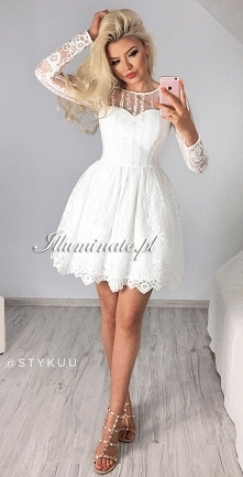 Piękna biała, koronkowa suk...