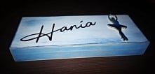 Taki oto piórnik trafił w ostatnim czasie w ręce Hani z okazji rozpoczęcia szkoły. :)) Mam nadzieję że będzie jej służył latami :)