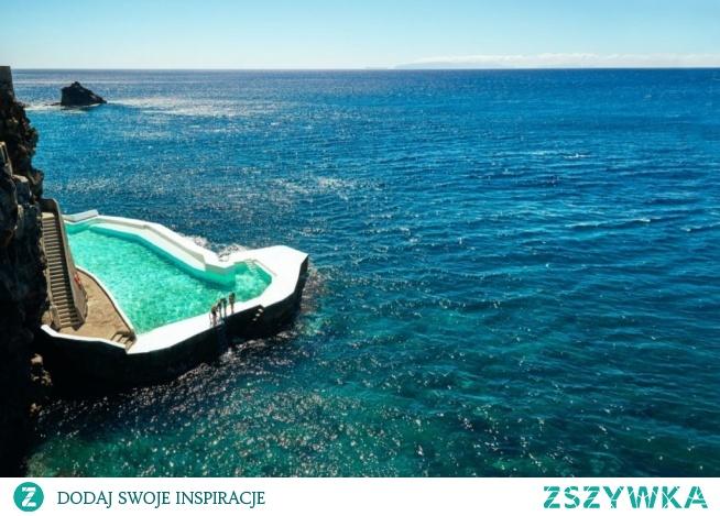 Jeden z piękniejszych basenow hotelowych na Maderze