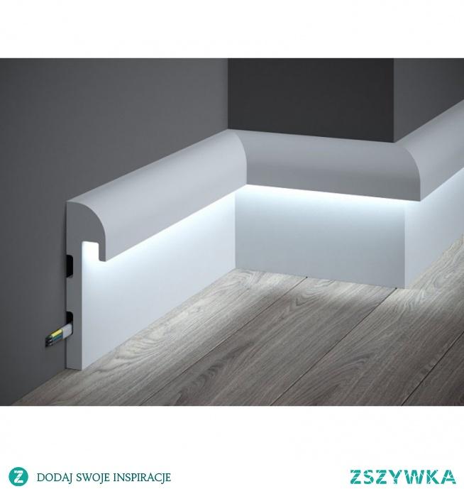 Nowoczesna listwa podłogowa z funkcją oświetlenia LED, oraz warstwą odblaskową to model QL015R Mardom Decor Paper. Listwa gładka, pomalowana farbą podkładową ułatwiającą malowanie o charakterystycznym kształcie. Dany model listwy przypodłogowej jest na tyle ciekawym i uniwersalnym rozwiązaniem, że możemy model zamontować także na ścianie. Twarda, biała, niepalna, oraz nietoksyczna sztukateria.