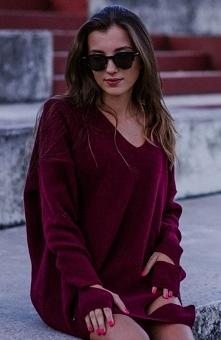 Sue Alice sweter bordowy Modny sweter damski typu oversize, został wykonany z miękkiej owczej wełny, luźny fason zapewnia wygodę noszenia