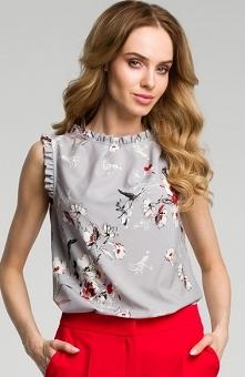Moe M384 bluzka szara Elegancka bluzka damska, wykonana z lekkiego drukowanego materiału, zdobiona zakładkami przy dekolcie, bluzka zapinana z tyłu na guzik