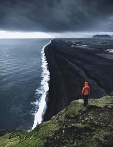 Czarna plaża na Islandii. Koleżanka Marciano wyjaśnia poniżej.
