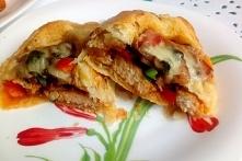 Kurczak, pieczarki czyli łódeczki z ciasta francuskiego.