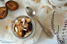 kasza manna z karmelizowanymi śliwkami i migdałami