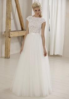 Śliczna tiulowa suknia