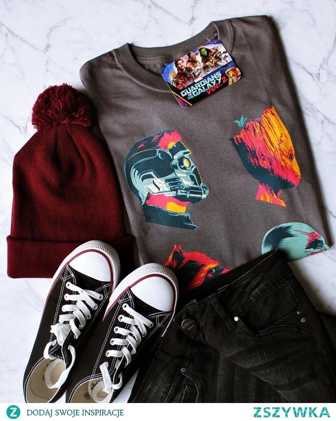 Koszulka MARVEL - bluzka z nadrukiem z MARVELA. Modna damska i męska koszulka z bohaterami Marvela - świetny pomysł na prezent dla fanów serii filmów Marvel. Koszulka STRAŻNICY GALAKTYKI - GUARDIANS OF THE GALAXY - fandomowa koszulka dla dziewczyn i dla chłopaków. Oficjalna licencjonowana koszulka Marvela - sklep internetowy dla fanów serii.