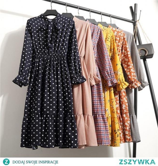 Sukienka w stylu RETRO to stały hit mody - nigdy z niej nie wychodzi! Zwiewny materiał, długość midi, długie rękawy i drobne wzorki to totalny must have. Kliknij w zdjęcie i sprawdź, gdzie ją kupić.