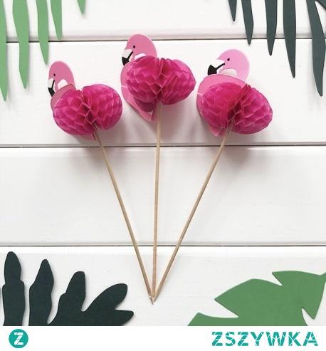 Motyw flaminga to nadal najmodniejszy motyw na wieczór panieński. Urocze pikery z różowymi flamingami pięknie wyglądają na słodkościach lub owocach.
