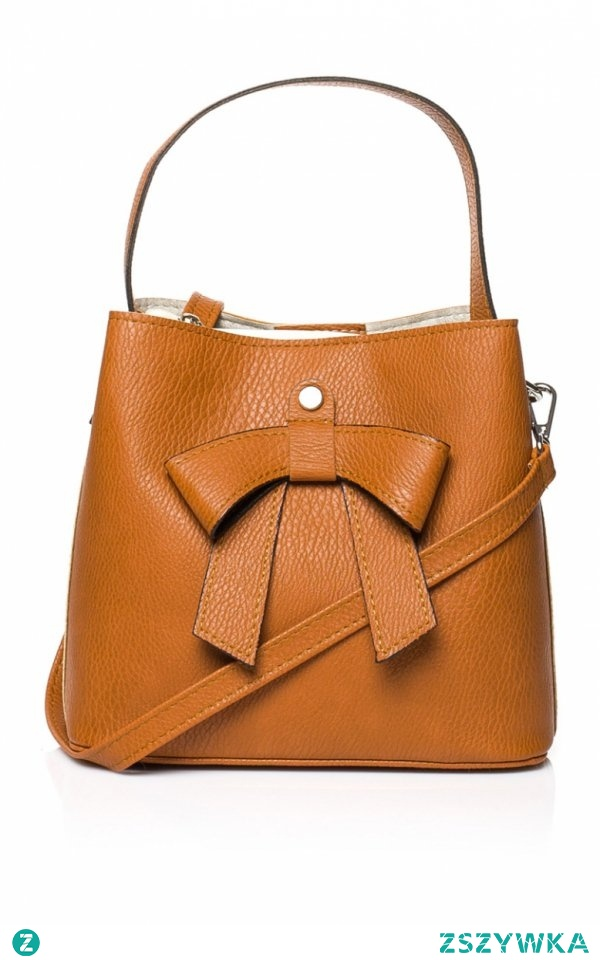 Style SB442 torebka karmelowa Oryginalna torebka damska w pięknym rudym kolorze, z przodu torebka posiada piękną kokardę, w zestawie doczepiany pasek, świetnie sprawdzi się zarówno na ramię jak i do ręki