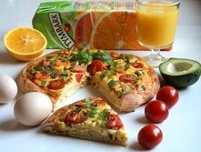 Śniadaniowa pizza z jajecznicą