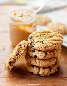 Ciasteczka z masłem orzechowym i kawałkami czekolady  Składniki:  100 g masła...