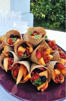 Słodkości zamknięte są w owocach. Prosty sposób na słodycz to pokrojenie w do...