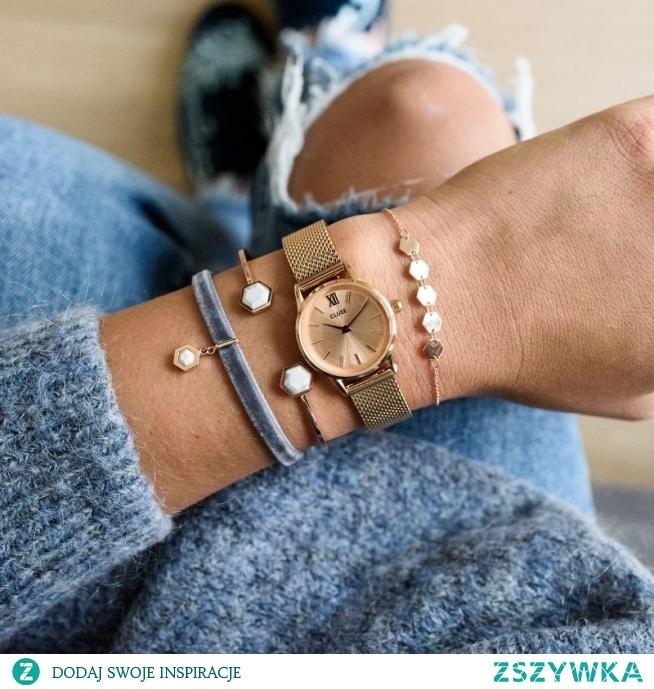 Zegarki Cluse to niezwykle subtelny zegarek na bransolecie typu mesh w popularnym kolorze różowego złota! Dzięki swoim niewielkim rozmiarom świetnie dopasowuje się on do nadgarstka swojej właścicielki!