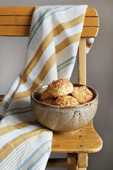Ciasteczka kokosowe to idealna przekąska do pracy, szkoły czy na uczelnię. Py...