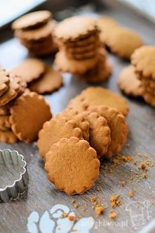 Korzenne ciasteczka pyszne i pachnące :)  Składniki : 200g zimnego masła 2 żó...