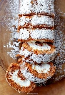 ROLADA Z CIASTA MARCHEWKOWEGO Rolada z ciasta marchewkowego z kremowym nadzie...