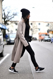 Długi płaszcz jesienny