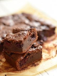 Brownie (ciasto czekoladowe) z wiśniami i… chilli :)