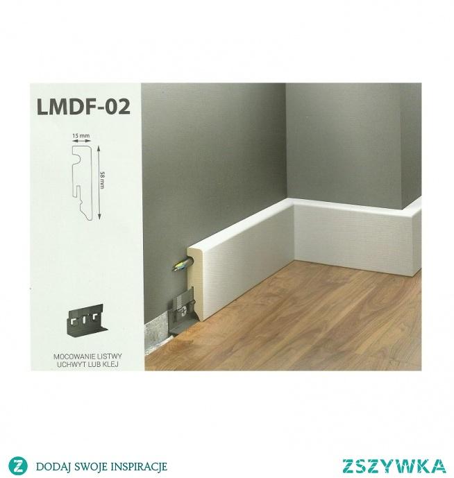 Biała, nowoczesna listwa przypodłogowa MDF to LMDF-02 Creativa by Cezar doskonały wzór dla każdego pasjonata prostoty we wzornictwie. Ta gładka listwa przypodłogowa MDF może być mocowana za pomocą klipsów lub klejona bezpośrednio do ściany.  Cokół posiada kanały do zamaskowania przewodów, dzięki temu pomieszczenie zyskuje na estetyce.