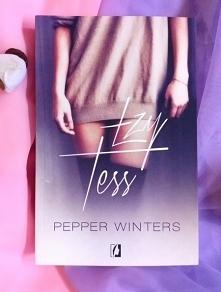 Romantyczne plaże, gorący seks i świetna zabawa — tego spodziewa się Tess. Dz...