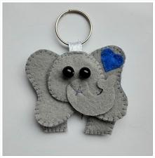 Brelok do kluczy z filcu - słonik na szczęście