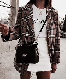 Jesienna stylizacja z płaszczem w kratę