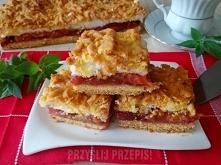 Kruche ze śliwkami i bezą  Ciasto: 3 szklanki mąki, 5 żółtek, 250 g masła, 5 łyżek cukru pudru, 2 łyżeczki proszku do pieczenia  Piana: 5 białek, szklanka cukru( można dać mniej...