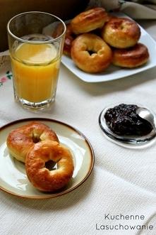 Delikatne i puszyste pączki pieczone