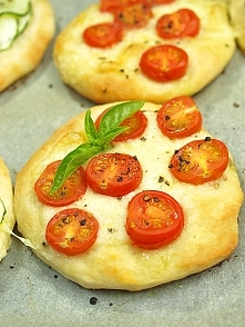 Mini pizze z mozarellą i po...