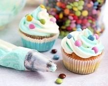 Cupcakes z dwukolorowym kre...
