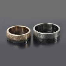 Obrączki z damastu, różowego złota i palladu.  Takie cudne i oryginalne obrączki tylko w Inne Obrączki