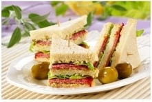 kanapki:  Składniki: Majonez Kanapkowy   oliwki/ pomidory truskawkowe czosnek 1 lub ząbki chrzan  pieczywo tostowe  salami  sałata  pieprz do smaku ser żółty plasterki można ...