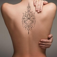 Modne Tatuaże dla Kobiet: TOP 19 Najciekawszych Inspiracji