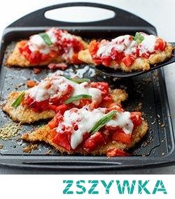 Filet z kurczka w parmeezanowej panierce pieczone z pomidorami z serem