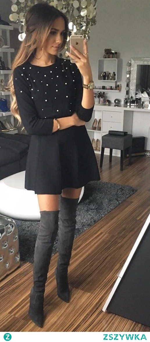 Czarna sukienka na jesień