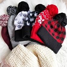 Kolekcja czapek i szali. Li...