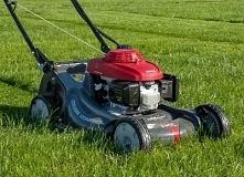 Jaką kosiarkę do trawy kupić? Którą wybrać: elektryczną czy spalinową? RANKING 2018 i opinie na Codoogrodu.net