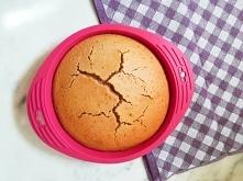 Masz ochotę na coś słodkiego, ale nie chcesz spędzić całej niedzieli na pieczeniu? To ciasto nada się idealnie z kilku powodów. Jest proste, szybkie w przygotowaniu (max 30 min ...
