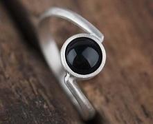 Prosty pierścionek ze srebr...