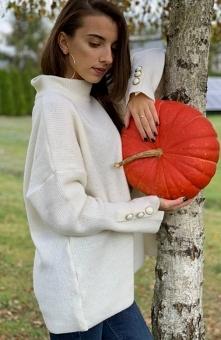 Sue Megie sweter ecru Ciepły sweter damski o luźnym, komfortowym fasonie, luź...