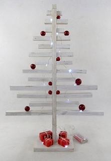 Drewniana choinka w kolorze białym w skandynawskim stylu. Choinka ze sklejki sosnowej pomalowana białą bejcą i bezbarwną farbą akrylową. Światełka LED (0) na metalowym druciku n...
