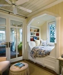 siedzisko pod oknem