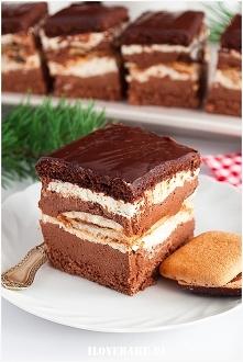 Ciasto czekoladowe z kremem i ciasteczkami